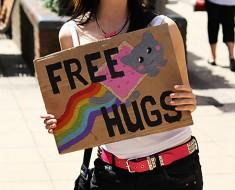 free-hugs-girl